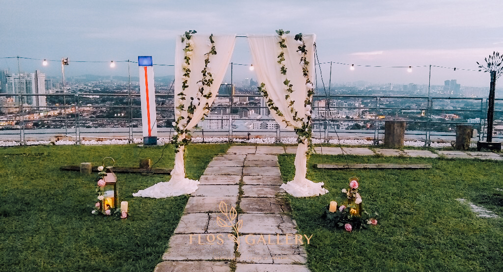 A Romantic Rooftop Garden Wedding in The Roof - Tobe + Yolanda
